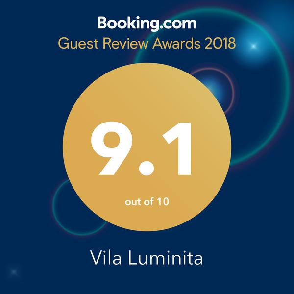 Review Booking Vila Luminita
